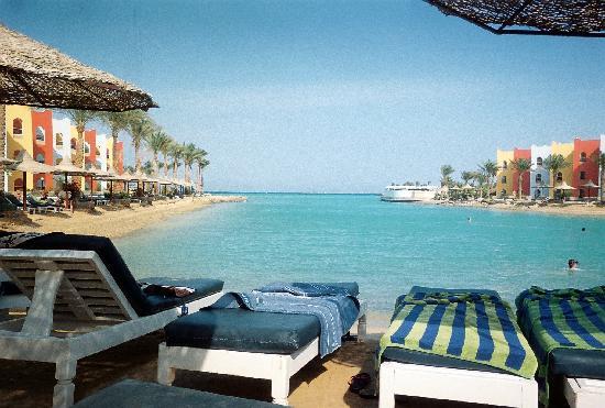 Arabia Azur Resort: Utsikt från solstolen i lagunen