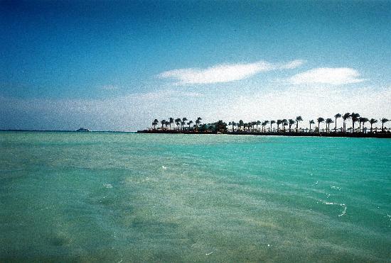 Arabia Azur Resort: Piren sedd från lagunen.