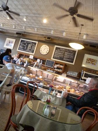 Well Bred Bakery & Cafe: Well Bred Sunday Brunch Crowd