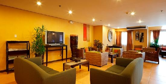 Microtel Inn & Suites by Wyndham Davao : Lobby Area