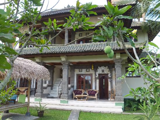 Sawah Sunrise Bed & Breakfast: nice garden & clean rooms