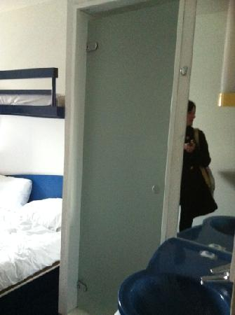 Hotel ibis budget Sheffield Arena: that's the shower