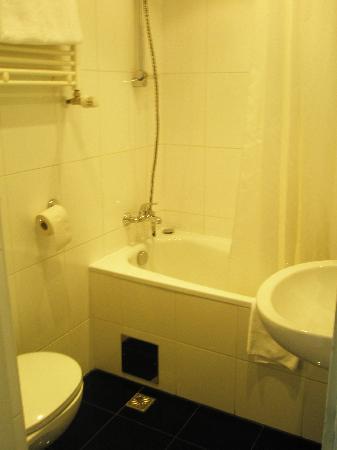 Pakat City Hotel: Bathroom