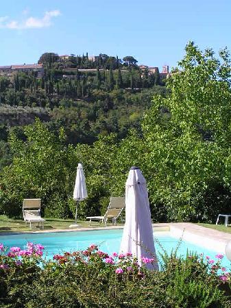 Agriturismo Nobile: Swimmingpool mit Blick auf Montepulciano