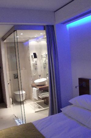 bathroom picture of puro hotel wroclaw tripadvisor. Black Bedroom Furniture Sets. Home Design Ideas