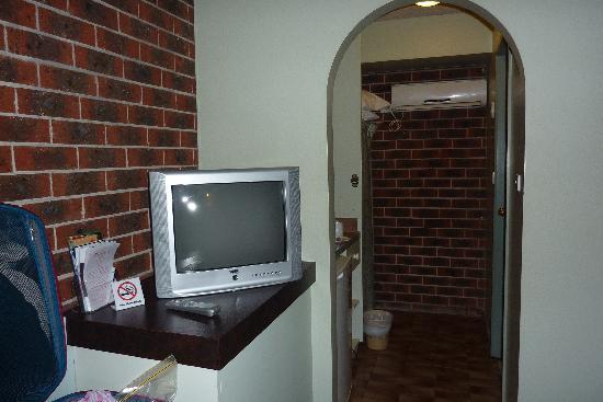 Lamplighter Motor Inn: The TV