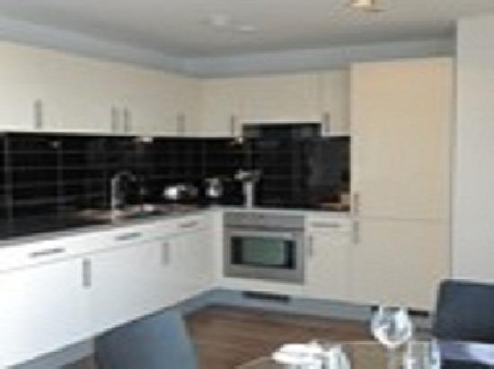 The Heart Apartments - MediaCityUK: Kitchen