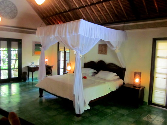 Plataran Canggu Resort & Spa: The picture doesn't do justice - love the comfortable bed!