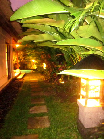 Plataran Canggu Resort & Spa: The walkway to our Villa at night