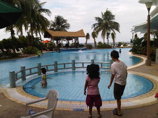 โรงแรมฟลามิงโก บาย เดอะบีช: The pool