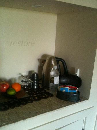 Gaia Retreat & Spa: Tea station in your room
