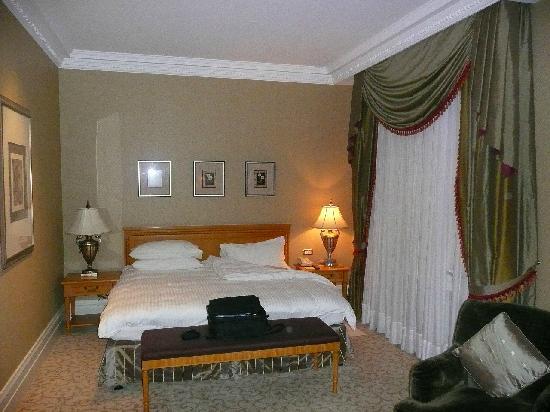 Donbass Palace: Bedroom