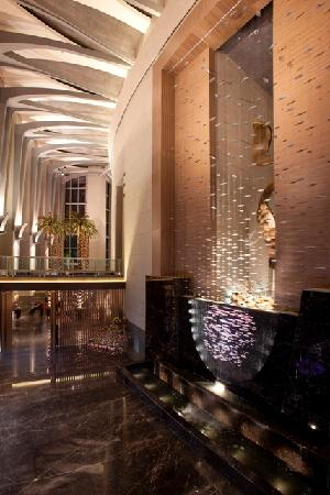 Four Seasons Hotel Riyadh at Kingdom Centre: Lobby Fountain