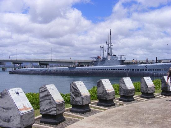 USS Arizonas minnesmonument i Pearl Harbor: USS Bowfin