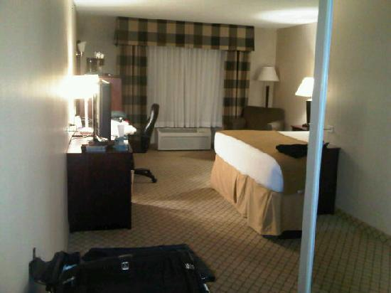 Holiday Inn Express Hotel & Suites Wichita Northwest Maize K-96: View from the entry - simple but spacious