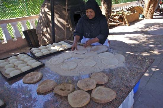 Sofitel Pavillon Winter Luxor: breadmaking in the gardens