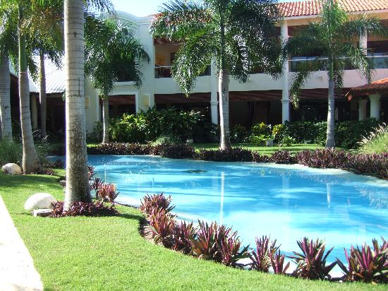 Dreams Palm Beach Punta Cana: Well maintained garden(s)