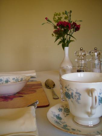 Highfield Bed and Breakfast: breakfast table