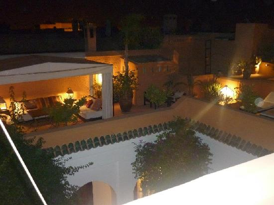 Riad Mabrouka Marrakech: The roof terrace by night