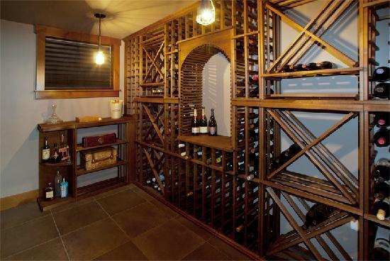 إيس هوتل نيويورك: Secret wine cellar
