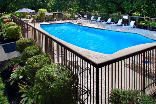 Fairfield Inn Amesbury: Seasonal Outdoor Pool