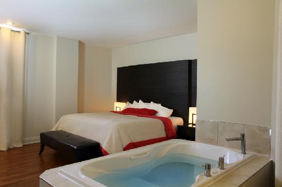 Sterling Inn & Spa: Room 104