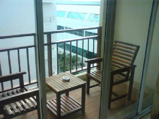 The BJ Holiday Lodge: balcony