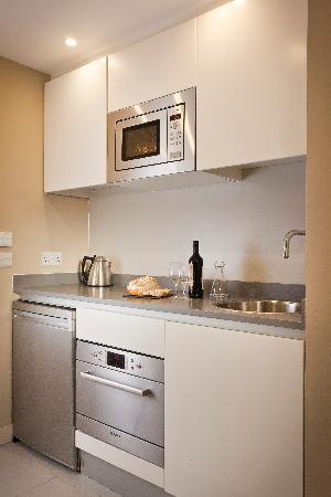 Residence Inn by Marriott Edinburgh: Functional Kitchen