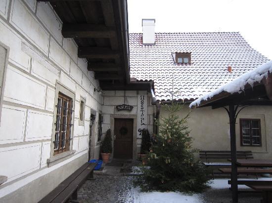 Hostel 99 : ホステルの玄関です。