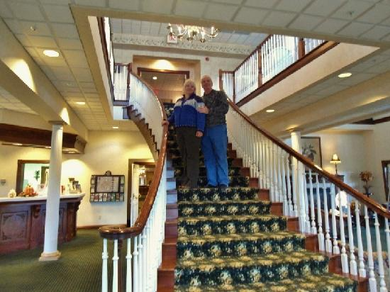 The Inn at Amish Door: Great staircase