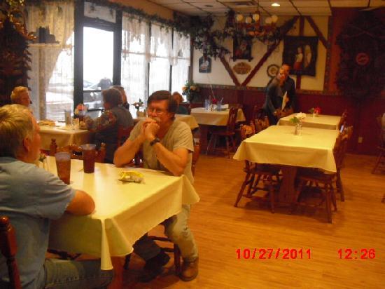 Bavarian Bakery & Cafe: Dining Room