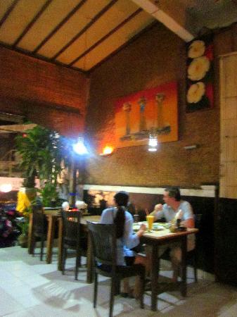 Warung Murah: Simple yet very cozy!