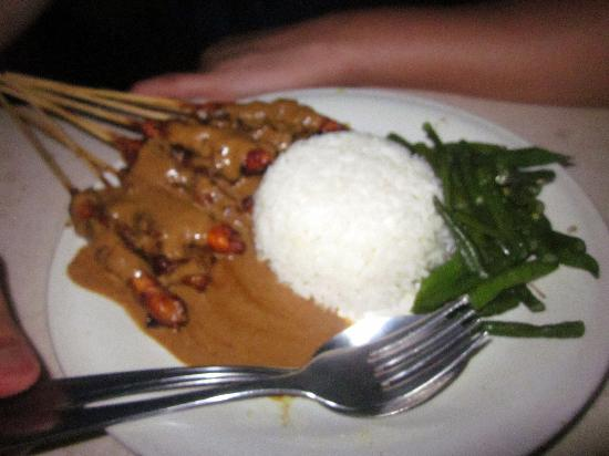 Warung Murah: The chicken satay - yummy!