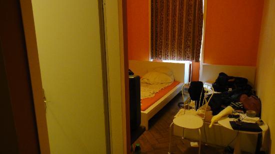 แฟรงก์เฟิร์ต โฮสเทล: Our room