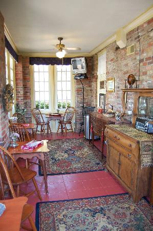 Cedars of Williamsburg Bed and Breakfast: Breakfast nook
