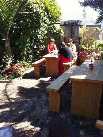 Essence Cafe: Essence outdoor area
