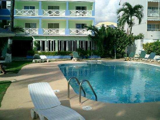 Dover Beach Hotel: Great pool huh?