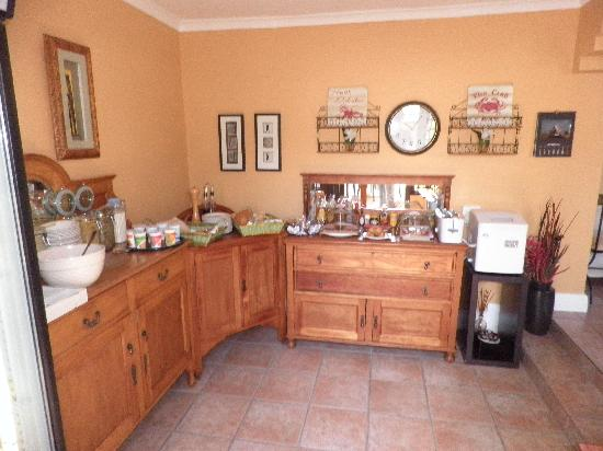 Olaf's Guest House: General kitchen