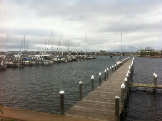 Phil's Marina Cafe : view from back patio