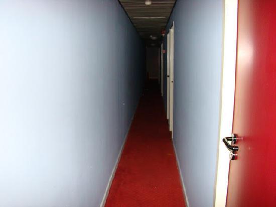 Slina Hotel: corridor