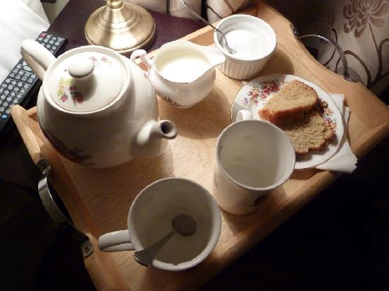 Whitecroft Farm B&B: We have been welcomed with a tea and a cake :)