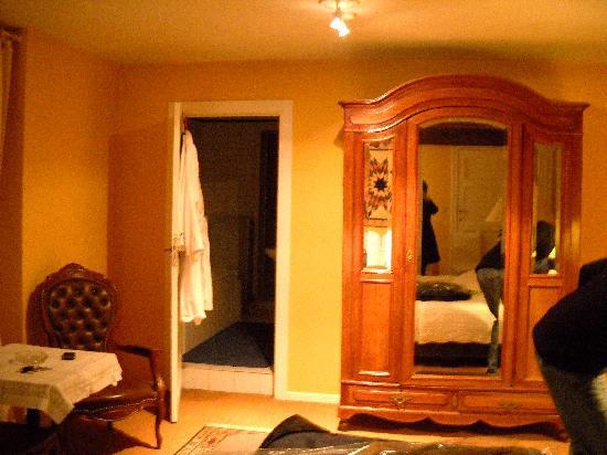 Bed & Breakfast de Genval : other side of bedroom