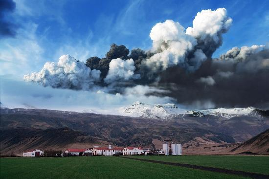 Hvolsvollur, Islandia: The first photo of the eruption