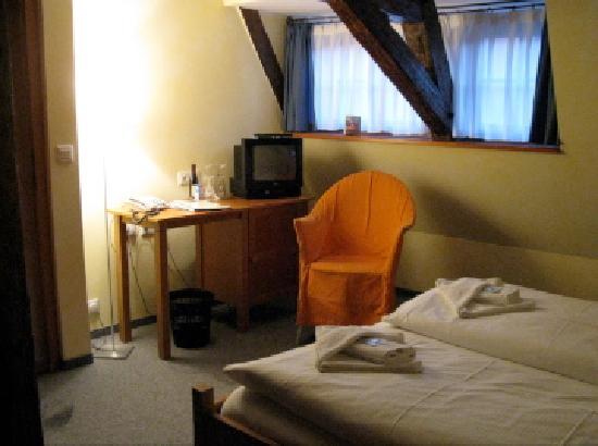 Hotel Garni Bernardo Bellotto: Room Interior (2)