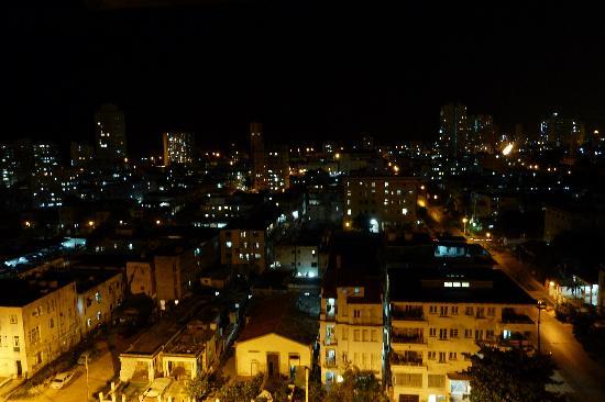 Casa Particular Guillermina y Roberto: ... y de noche!