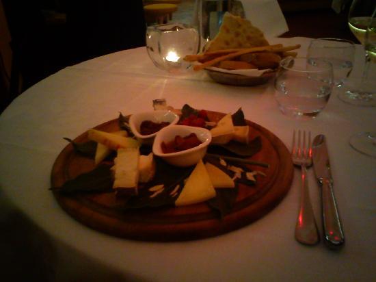 Ristorante L'Assassino : Cheese platter of 5