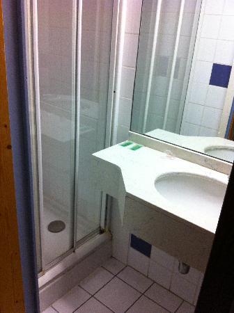 Hotel Savoie: SdB 1 - Attention ! ne pas dépasser la taille 38