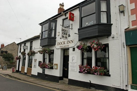 The Dock Inn: PUB FRONTAGE