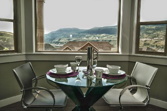 The Tenth Bed and Breakfast : Dining with a view