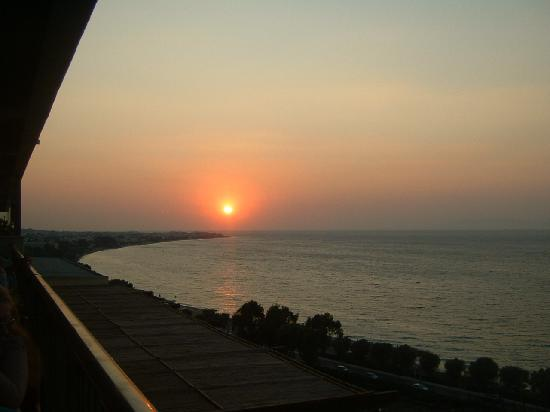 Amathus Elite Suites: Beautiful Rhodes sunset from hotel bar